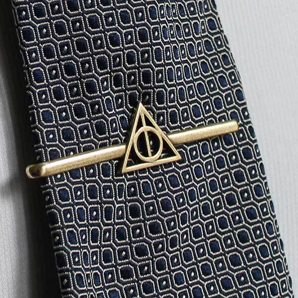 fc5a1e181c28 Harry Potter: Tie Clip of the Dealthy Hallows in Golden Brass - San ...